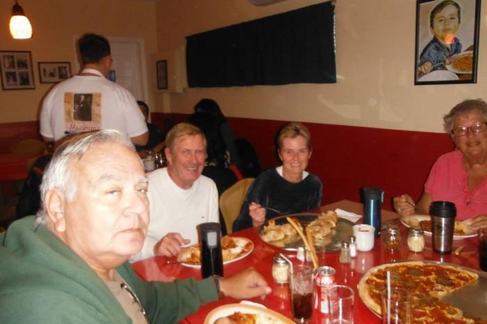 El Padrino Pizzeria Y Restaurante Image-2